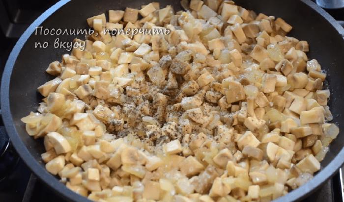 Жареные лук и грибы