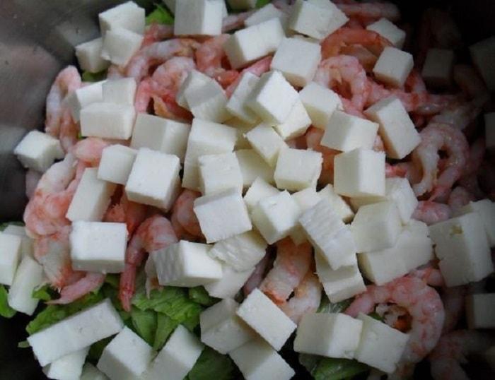 Сыр порезанный кубиками