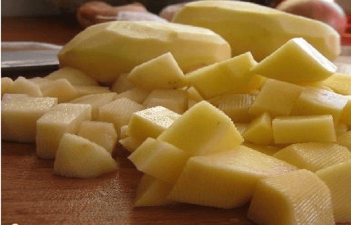 Порезанные дольками картофель