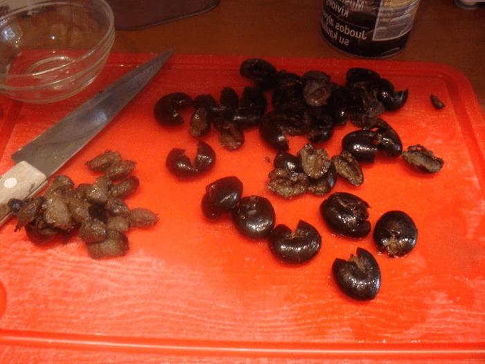 Удалить косточку с маслин