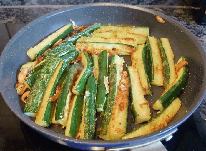 Жареные соленые огурцы – 4 самых вкусных рецепта