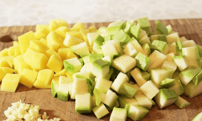 Овощи нарезать соломкой или кубиками