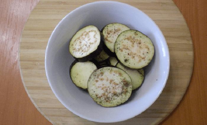Вымытый овощ нарезаем кольцами