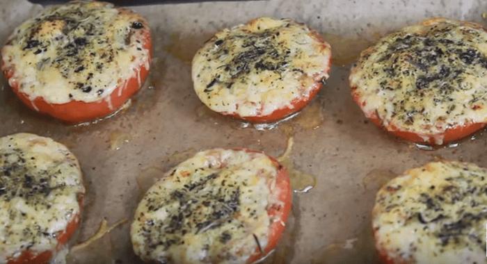 Рецепт помидор запеченных с сыром и чесноком в духовке