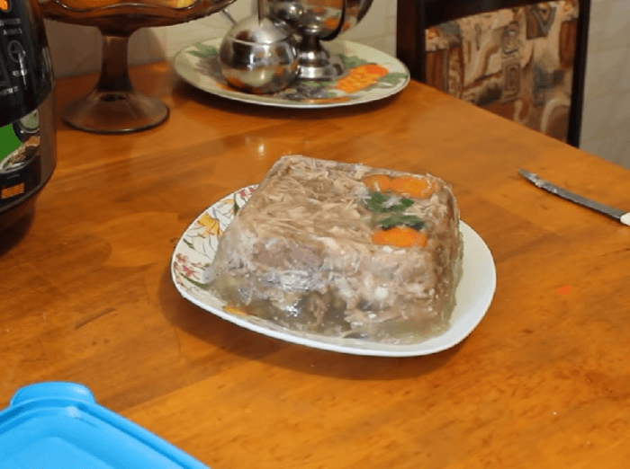 Заливной кролик с черносливом в мультиварке – картинка