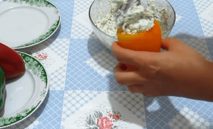 Начиняем смесью перцы
