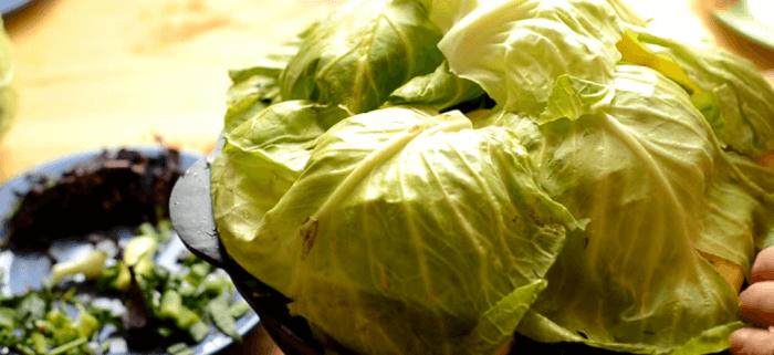 Капустными листьями накрываем все продукты