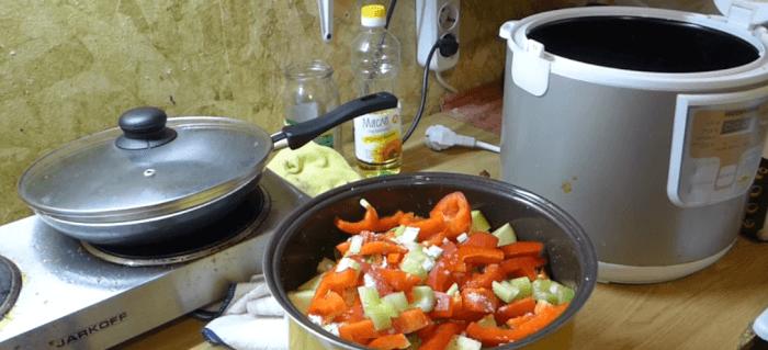 Выкладываем овощи, что бы они полностью наполнили чашу