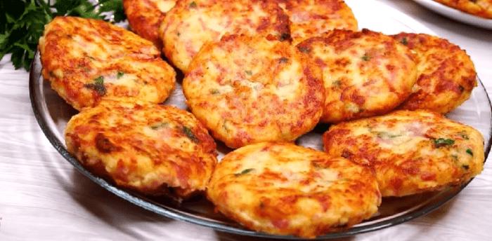 Драники с сыром и колбасой в духовке