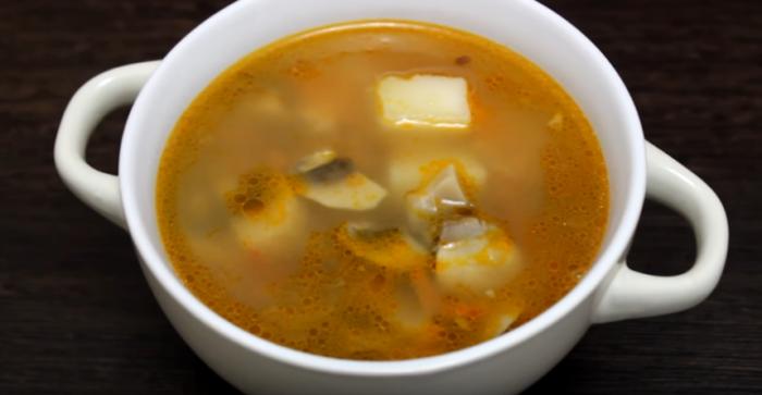 Гречневый суп с шампиньонами – картинка