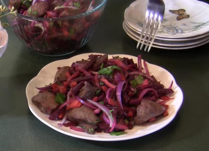 Свекольный салат с печенью