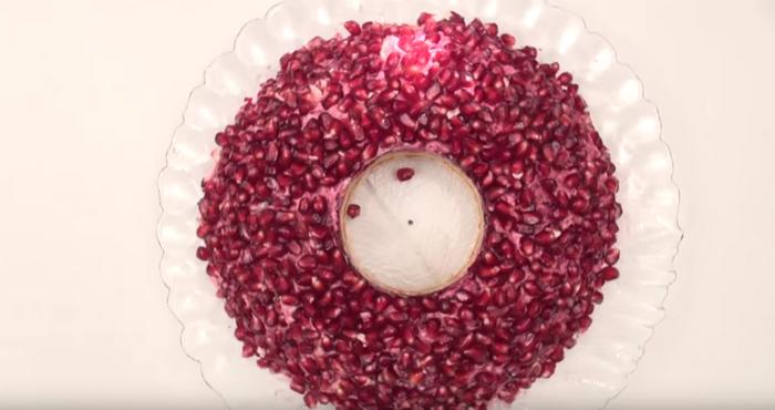 Классический салат «Гранатовый браслет»