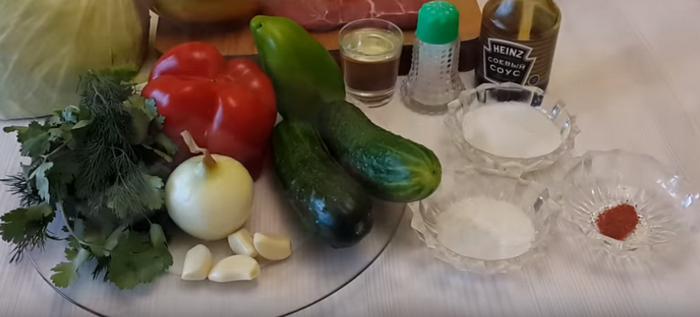 Ингредиенты для салата из капусты с мясом