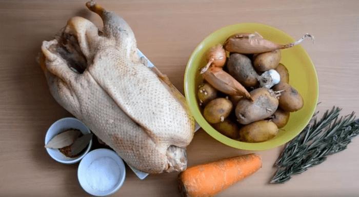 Ингредиенты для приготовления гуся кусочками