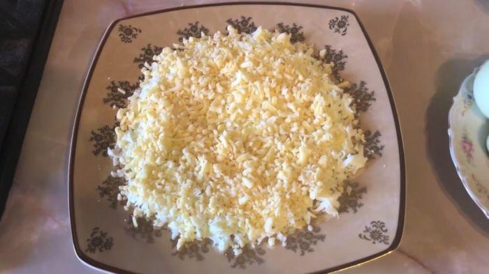 Второй слой тертый сыр