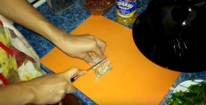 Нарезка мяса полосками