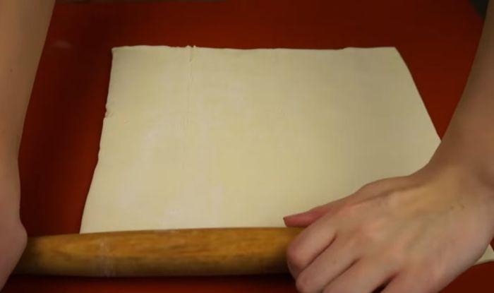 Раскатанный лист теста