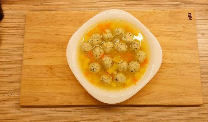 Суп с фрикадельками из куриного фарша с вермишелью