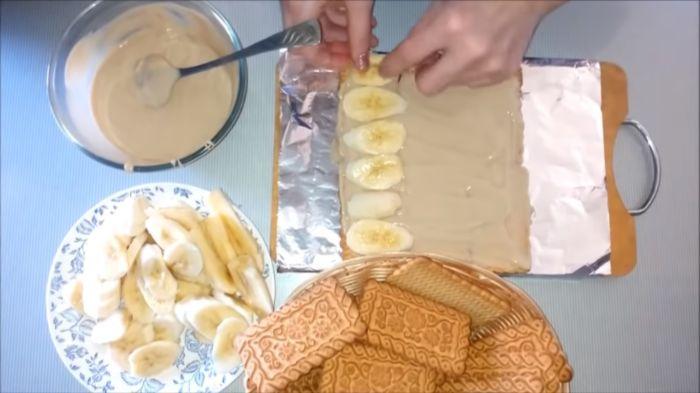 Выкладывание слоёв торта