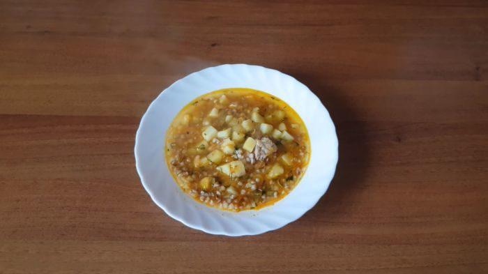 Гречневый суп с солеными огурцами – картинка