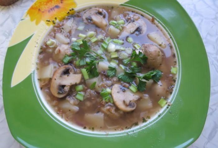 Грибной суп с гречкой – картинка