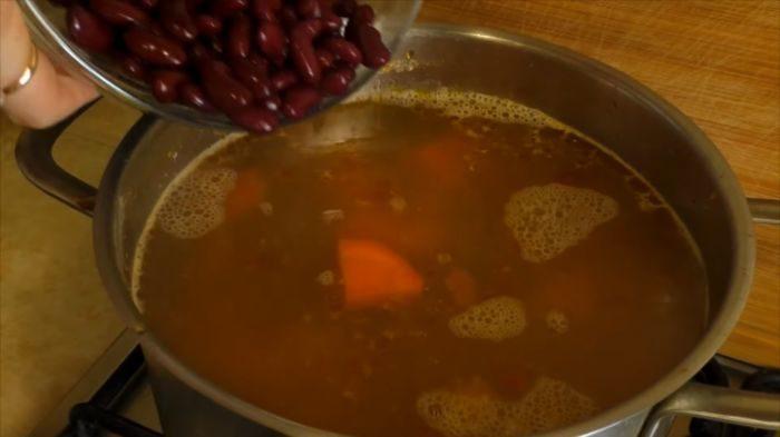 Добавление фасоли в суп