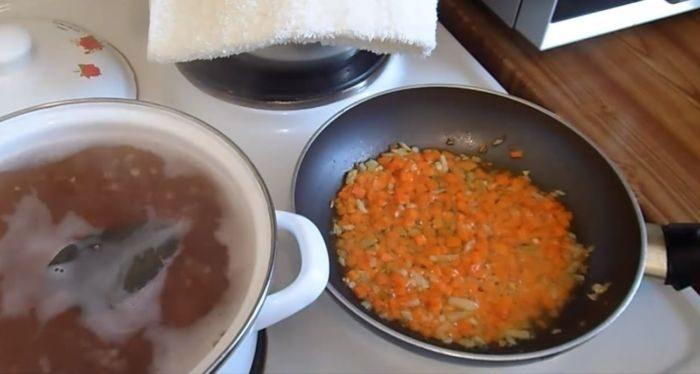 Зажарка из моркови и лука
