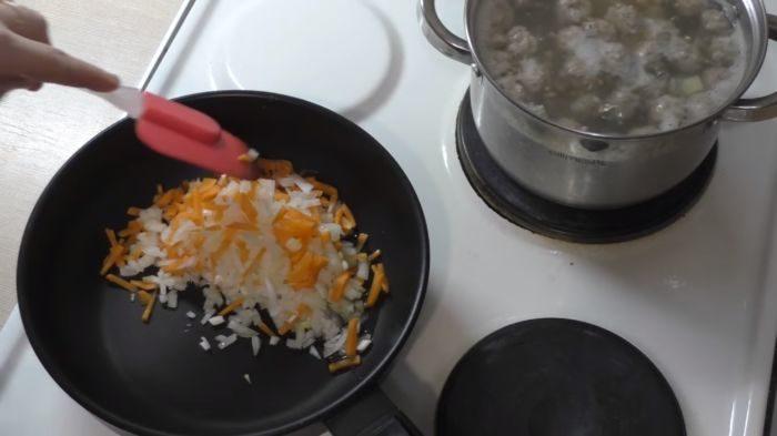 Пассерование лука и моркови