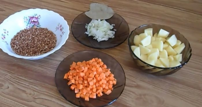 Ингредиенты для гречневого супа с яйцом