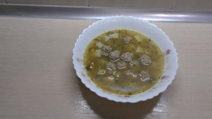 Суп с гречкой и фрикадельками – картинка