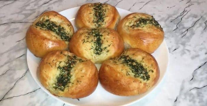 Чесночные булочки с зеленью