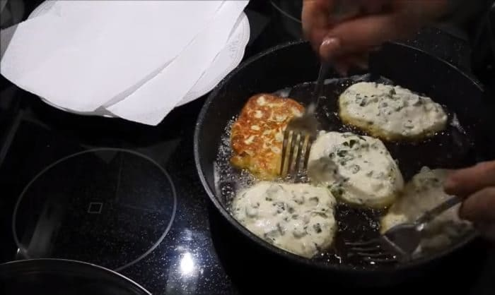 Приготовление пирожков на сковороде