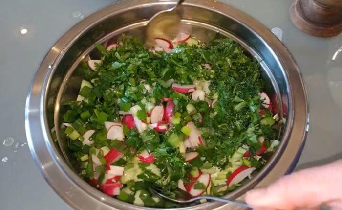 Капустный салат с редиской – картинка