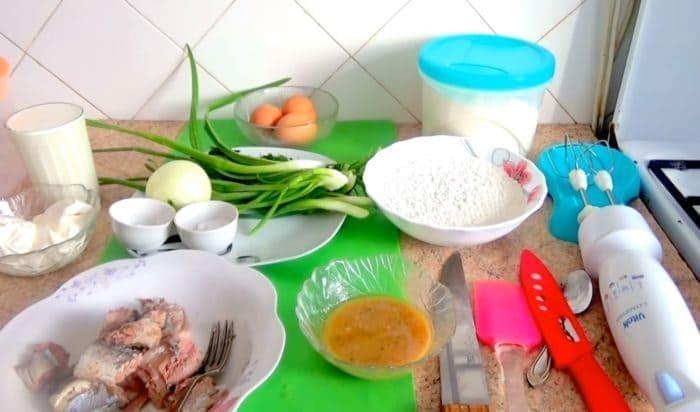 Ингредиенты для заливного пирога с рыбой на кефире