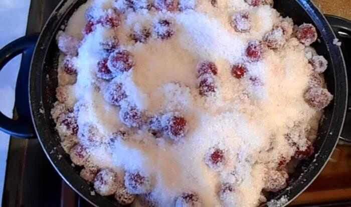 Смешанные сахар и вишня