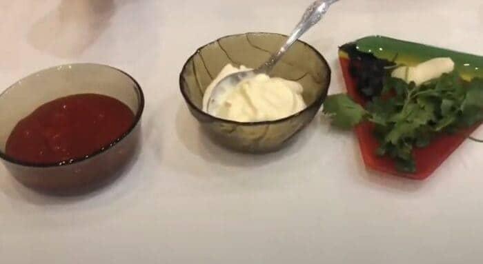 Ингредиенты для соуса из пиццы из кетчупа и майонеза