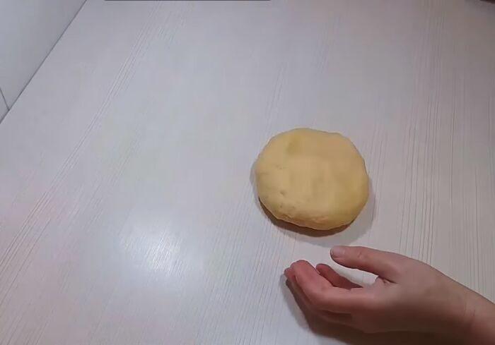 Замешенное тесто на кефире