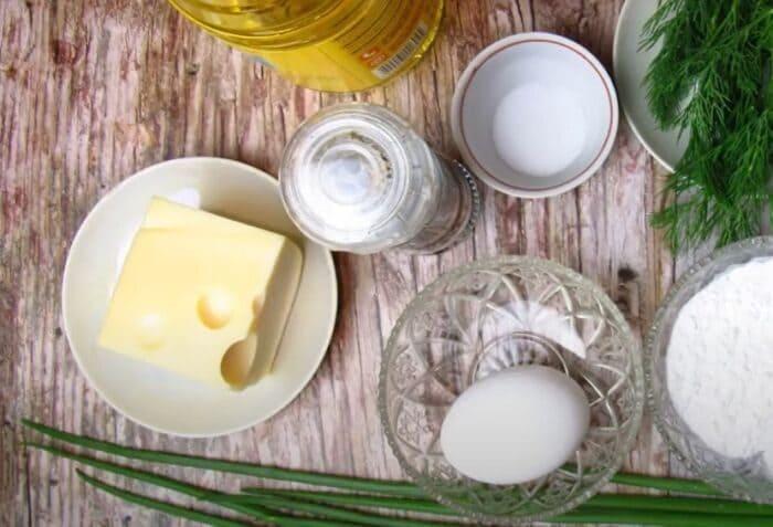 Ингредиенты для блинов из кабачков с сыром и зеленью