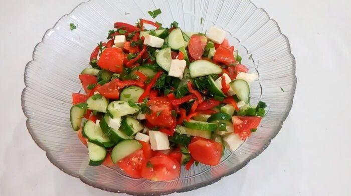 Салат из адыгейского сыра с помидорами