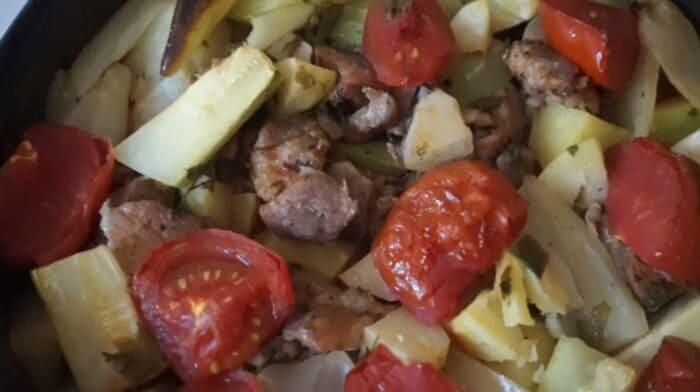 Овощного рагу с мясом в духовке