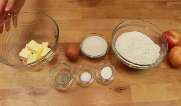 Ингредиенты для яблочного печенья с маслом