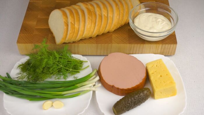 Продукты для бутербродов с колбасой
