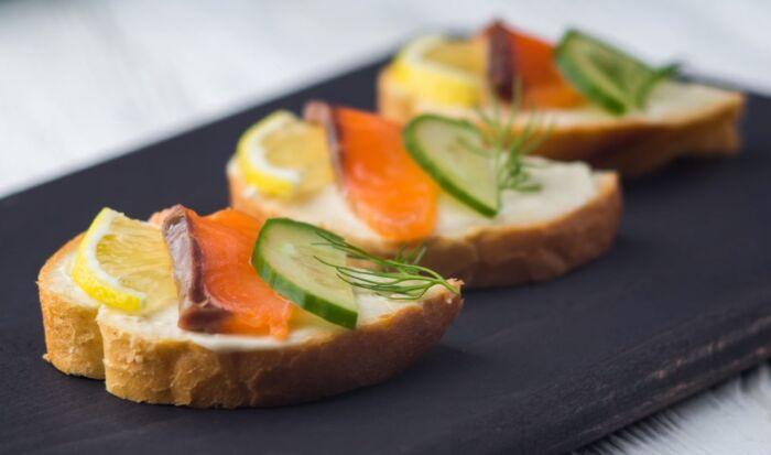 Интересные бутерброды на праздничный стол – картинка