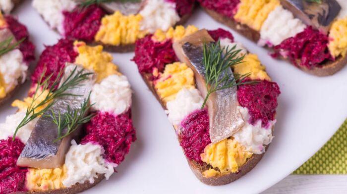 Вкусные бутерброды на праздничный стол – картинка