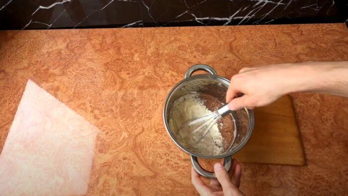 Приготовление глазури в кастрюле